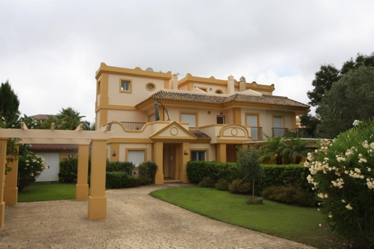 Villa – Semi Detached in San Roque,Costa del Sol for sale