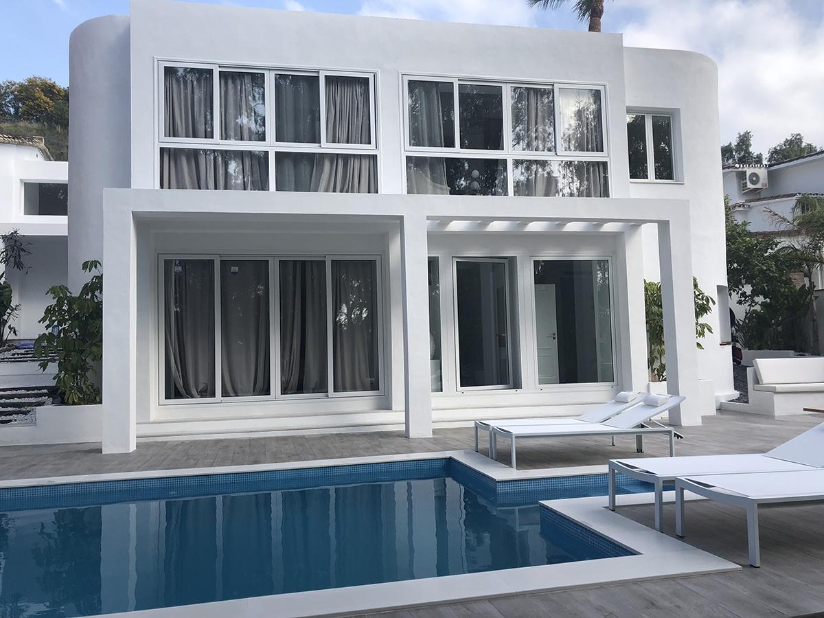 Modern Villa in Nueva Andalucía