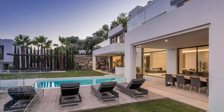 contemporary-villa-2