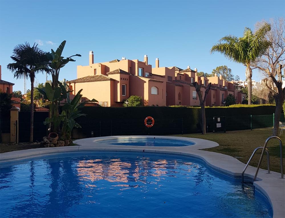 Apartamento junto a la playa en Guadalmina Baja