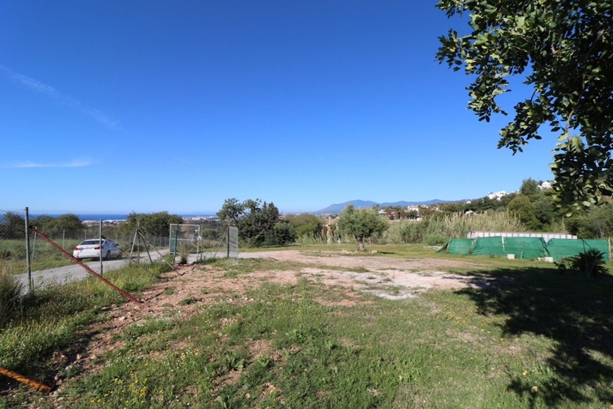 Great plot of 5,700 m2 in Nagueles (Marbella) with wonderful views