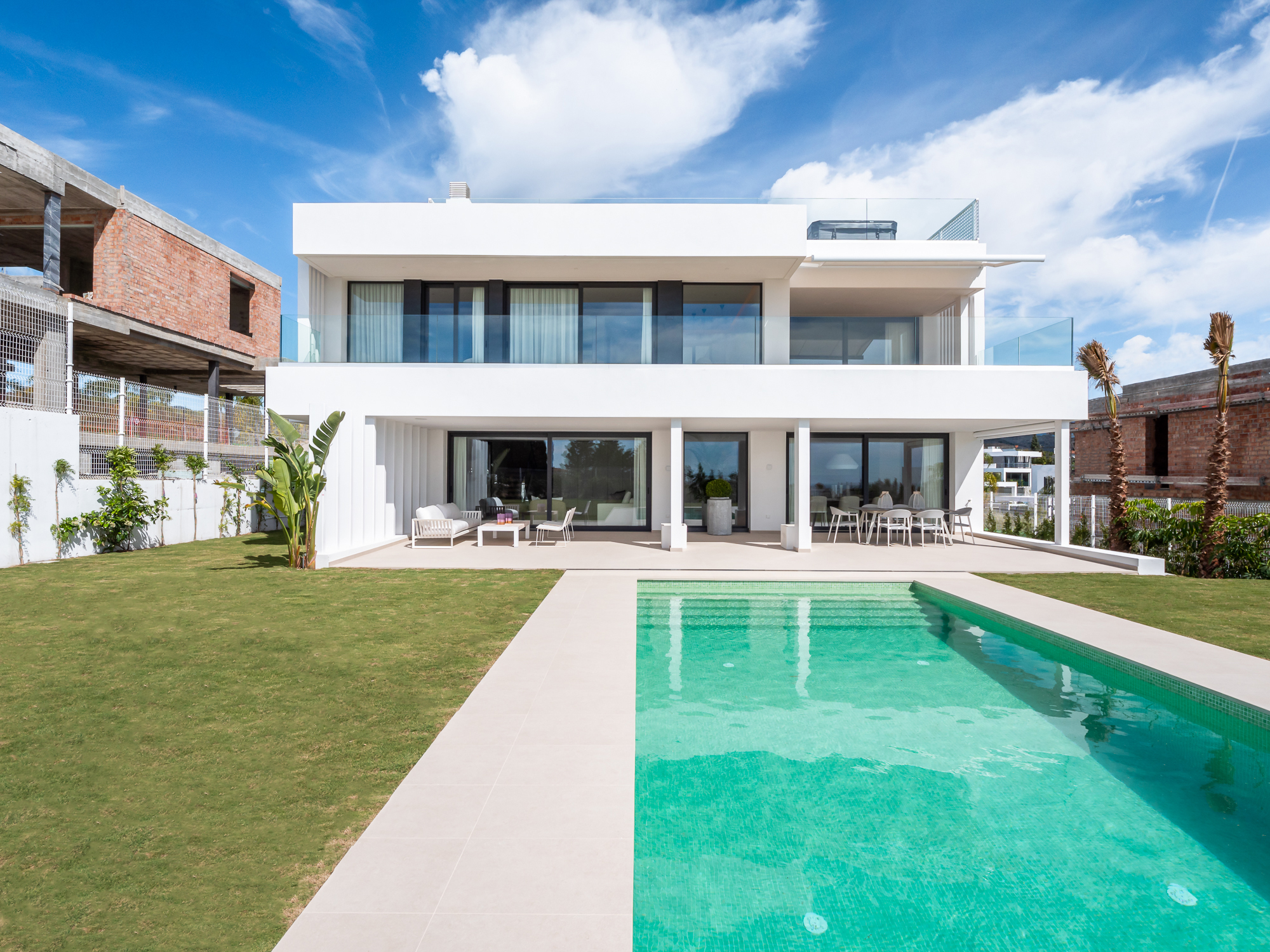 Modern Villa with Panoramic Views to the Sea in New Golden Mile