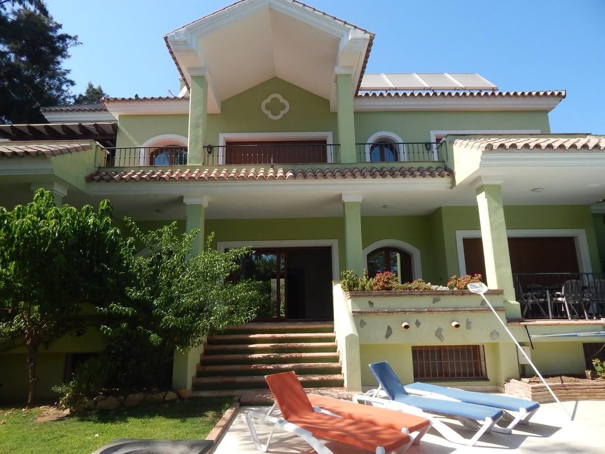 Hermosa Villa de Estilo Mediterráneo en El Paraíso