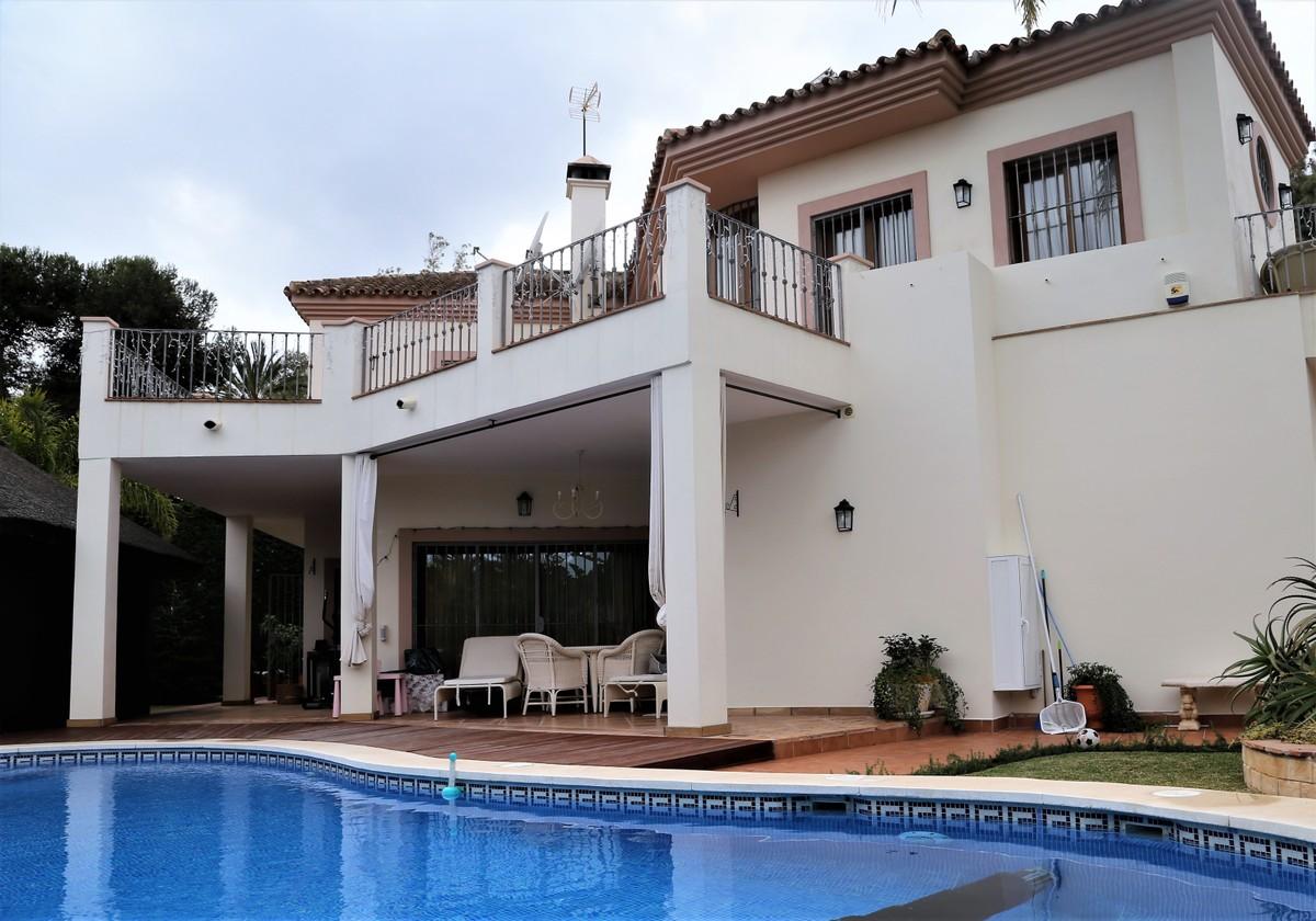 Elegant and Luminous Villa in Guadalmina Baja