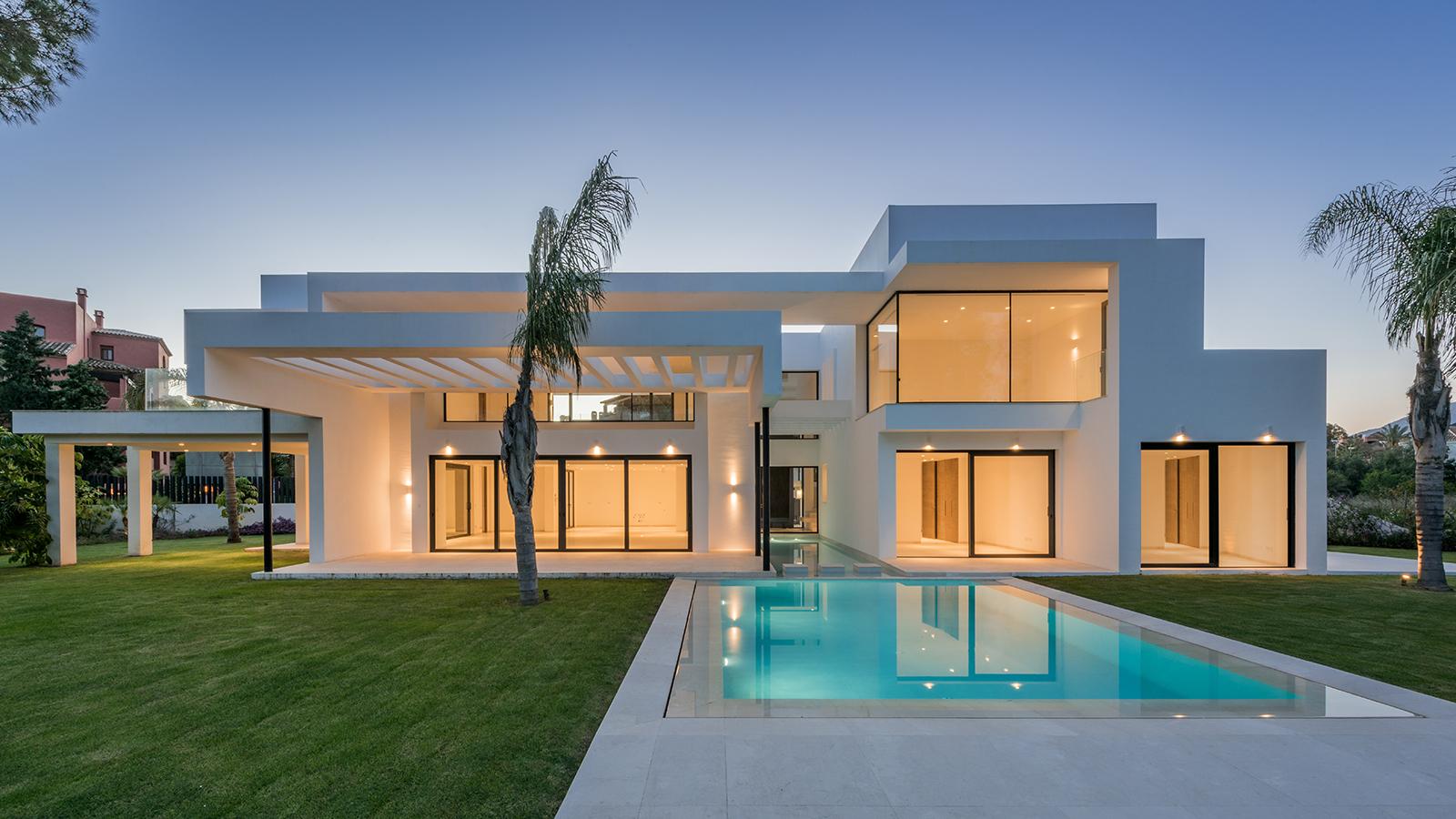 Superb Contemporary Villa close to Sea and Golf in Casasola-Guadalmina Baja