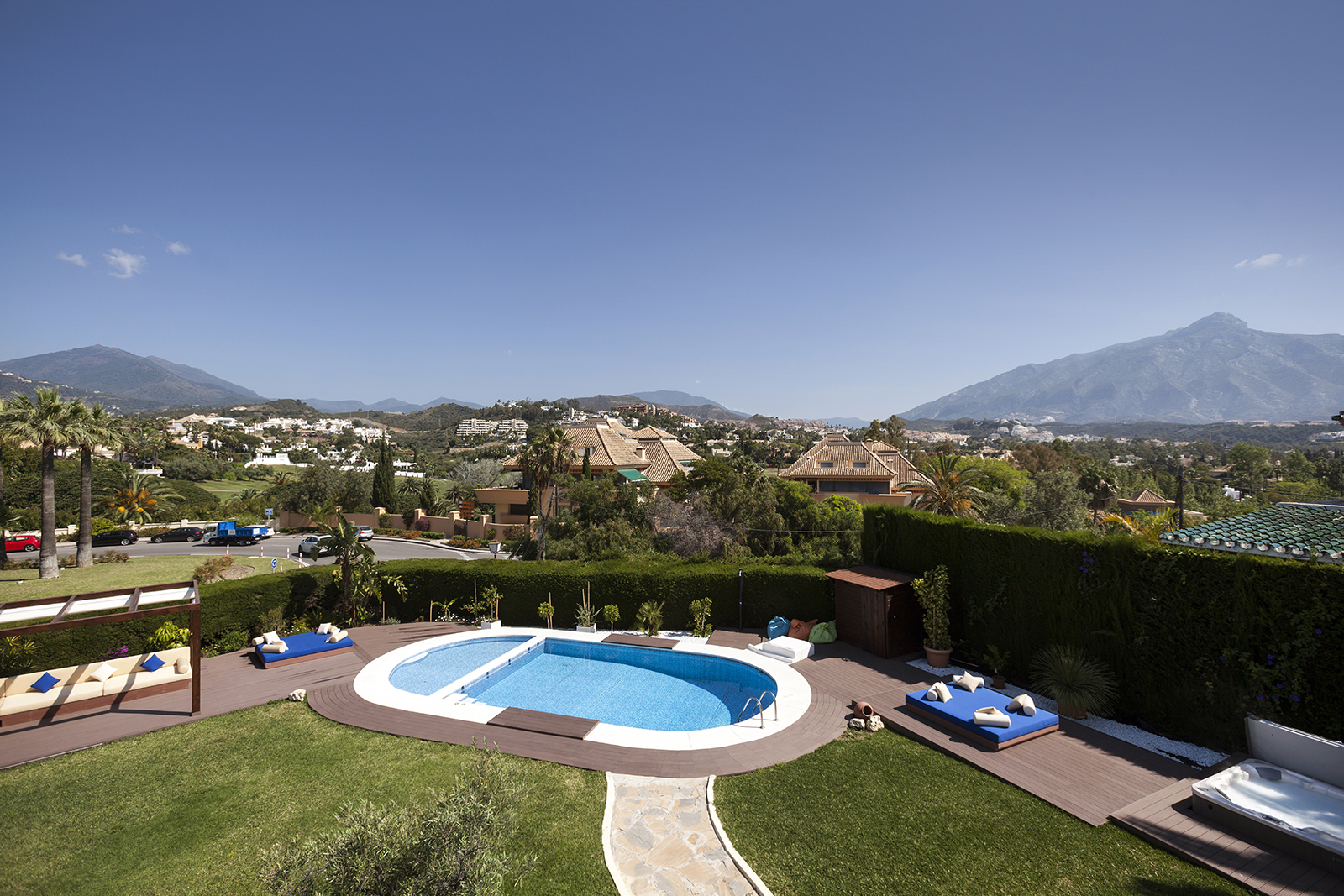 Magnificent Villa Located in the heart of the Nueva Andalucía Golf Valley