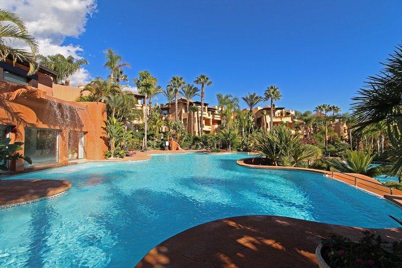 Luxurious 2 Bedroom Apartment in the Prestigious Marbella Golden Mile
