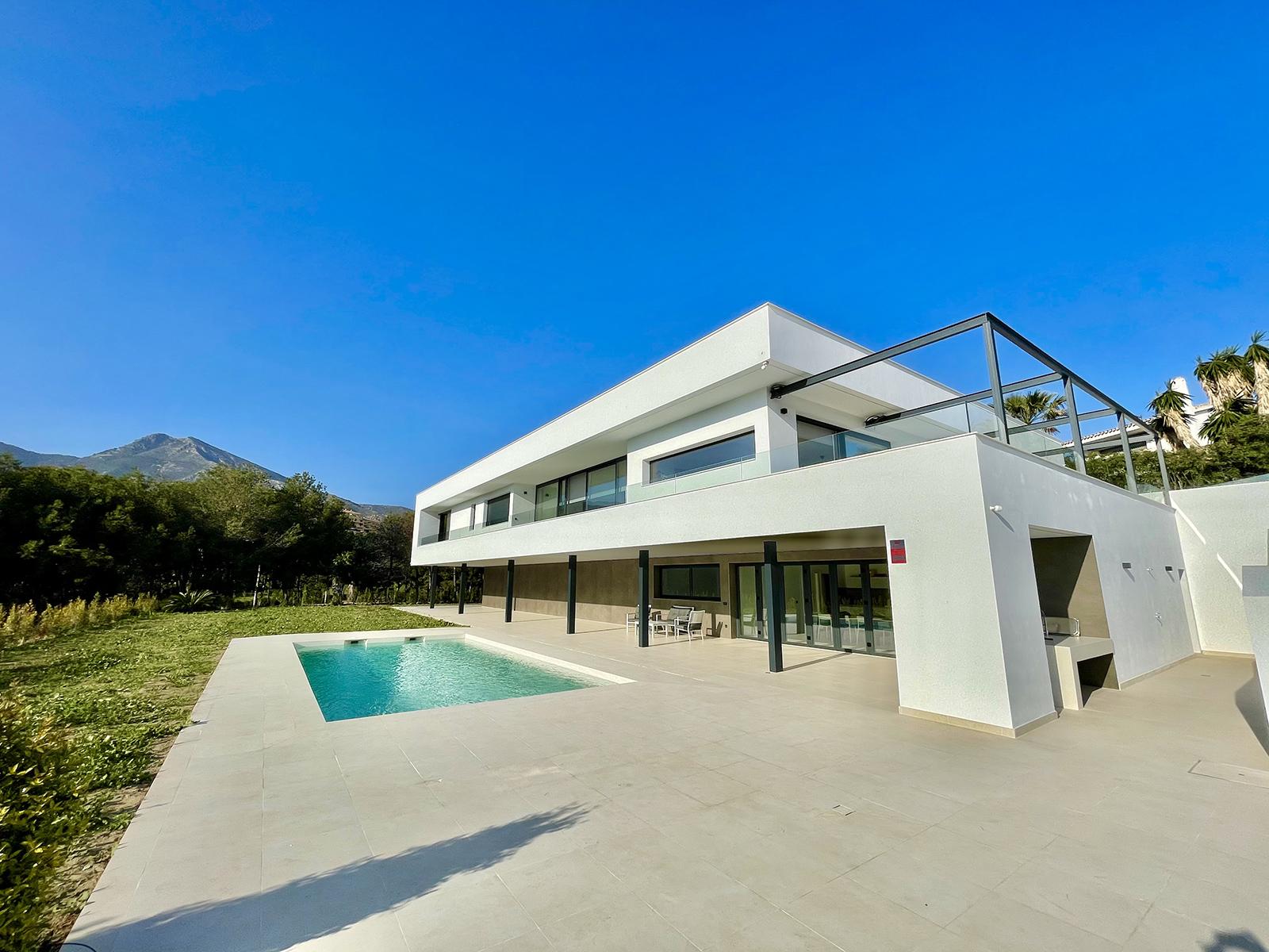 Villa de lujo en primera línea de golf en Torrequebrada