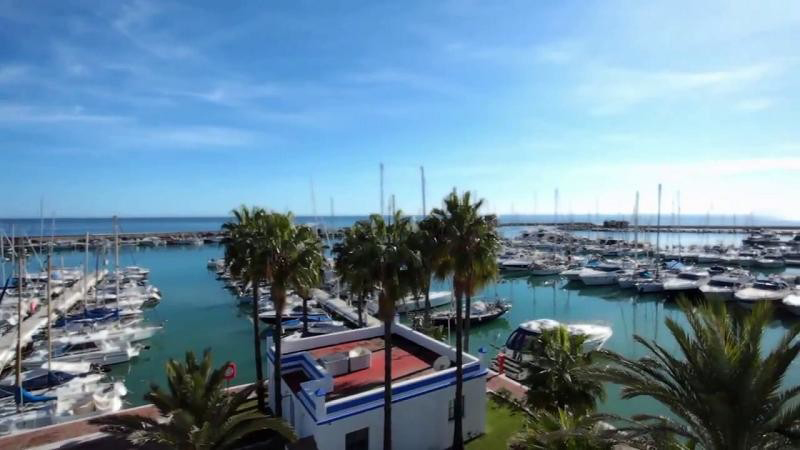 Apartment with Sea Views in Estepona Marina