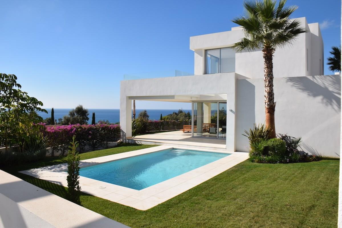 Fantastic villa with breathtaking sea views in La Finca de Marbella
