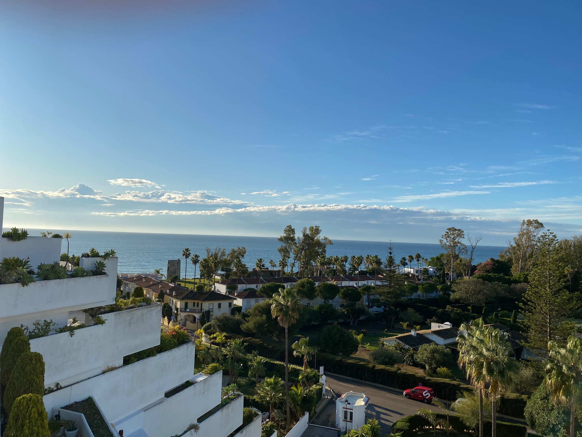 Beachfront Penthouse with 360º Panoramic Views in Guadalmina Baja