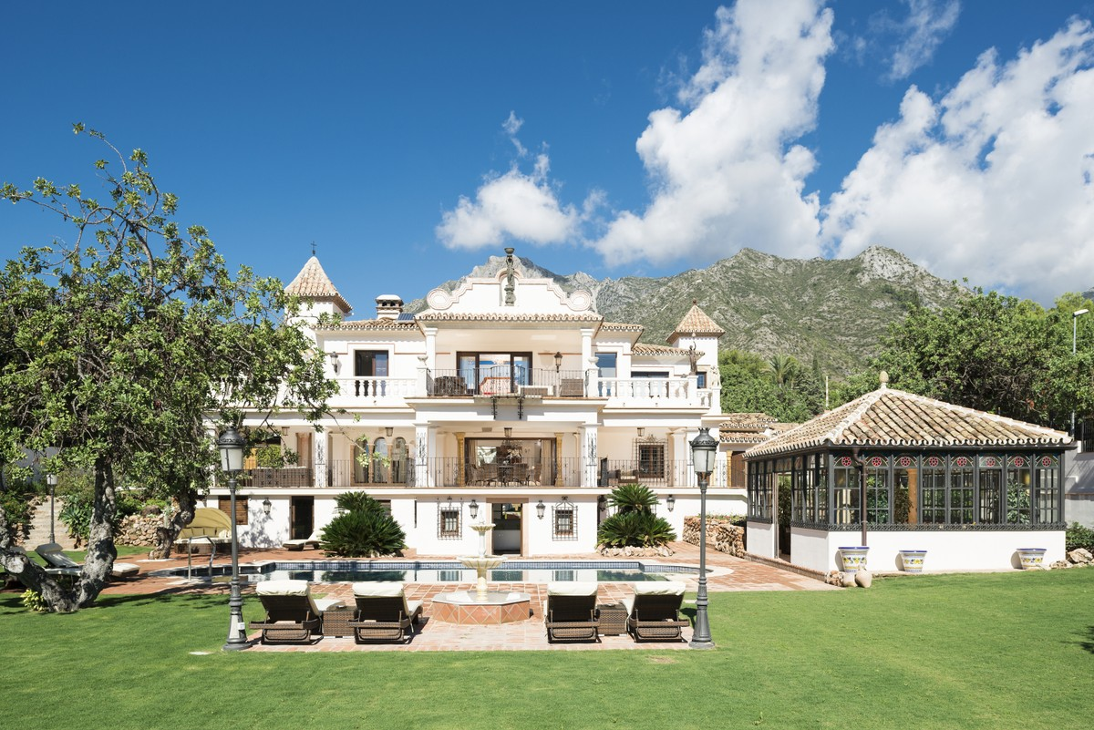 Magnificent Villa with Wonderful Views in the Heart of Sierra Blanca – Marbella