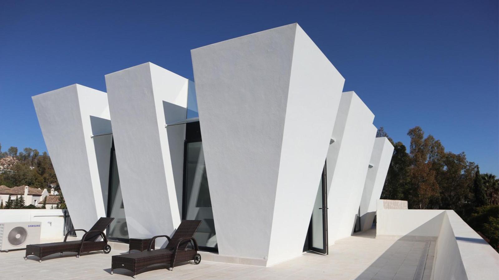 Fantastic luxury villa overlooking Los Naranjos Golf Course