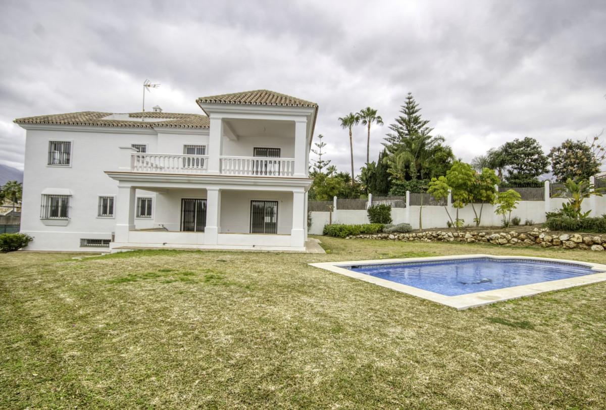 Great Villa Located in Nueva Andalucia, Valle del Golf