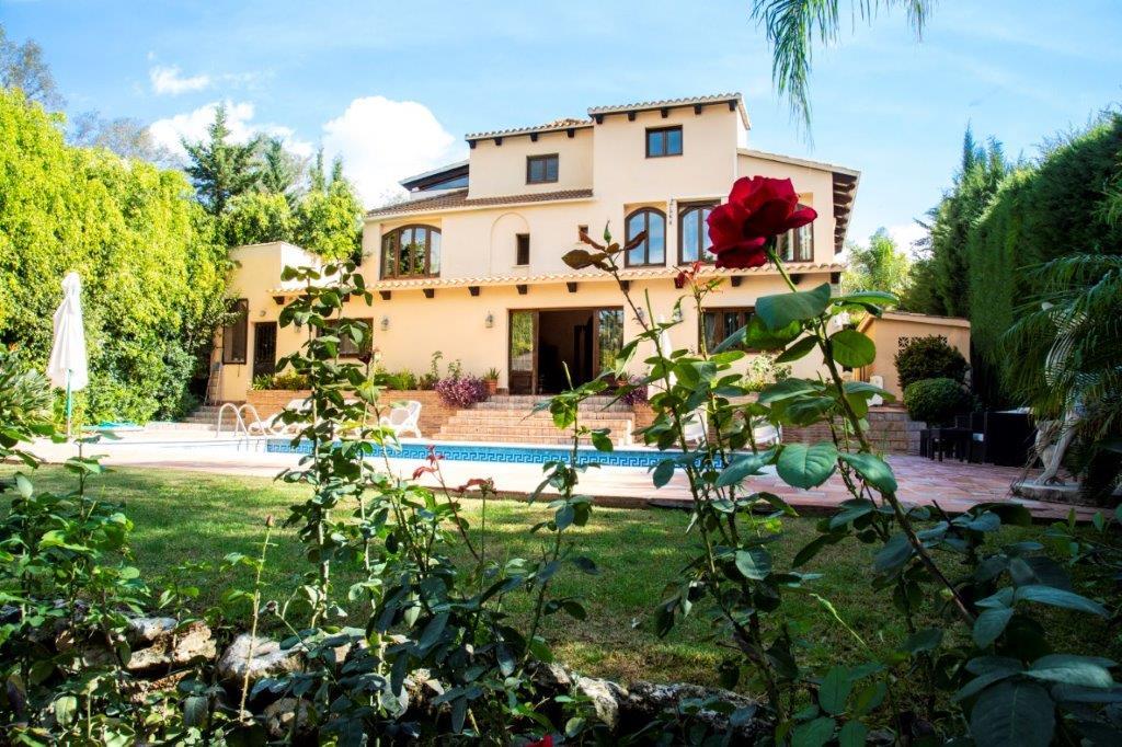 Mediterranean & Classic Style Villa Located in a Privileged Area of Marbella