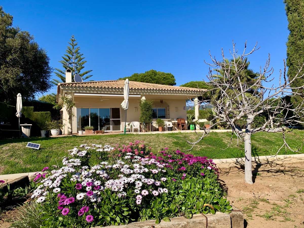 Beautiful 3 Bedrooms Bungalow Style Villa in Elviria