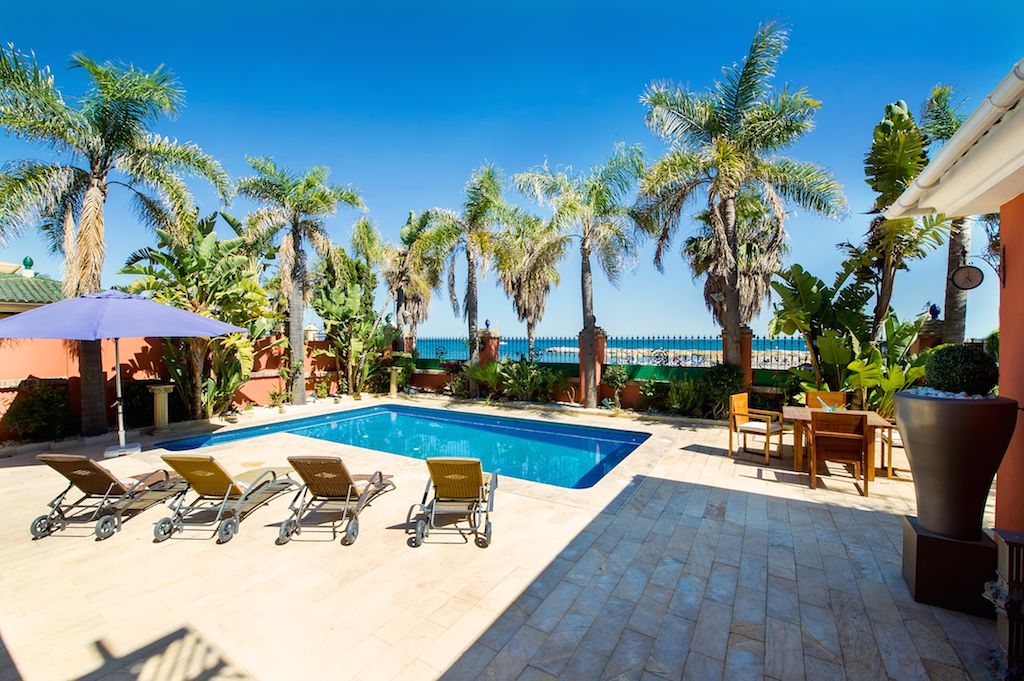 Fantastic Frontline Beach Villa in Puerto Banús