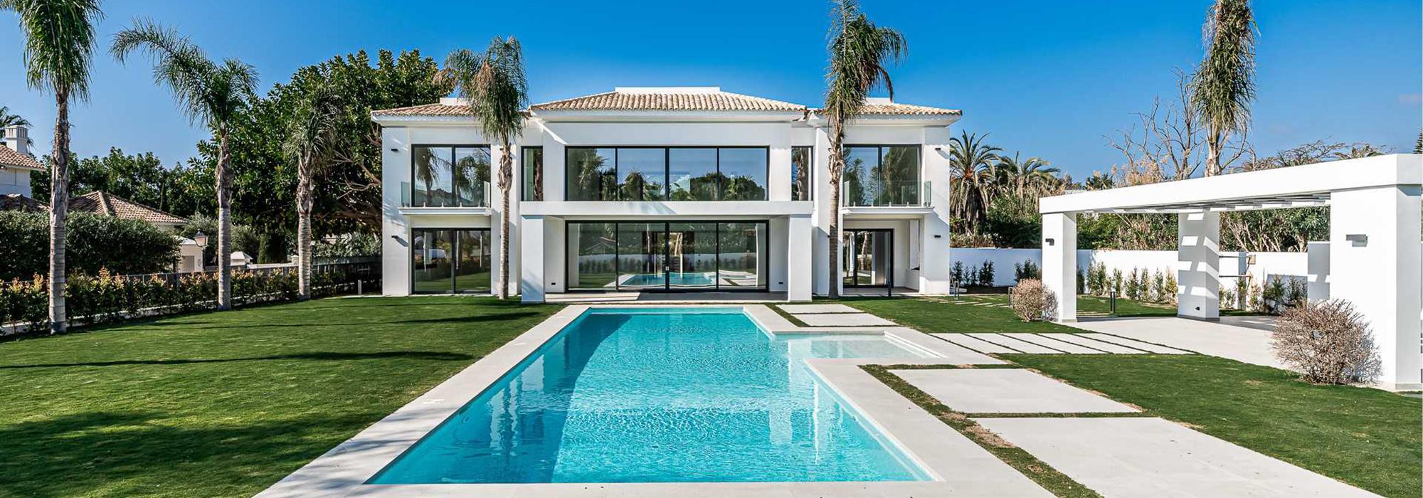 Contemporary Villa with Unique Design – 100 m From the Beach in Casasola
