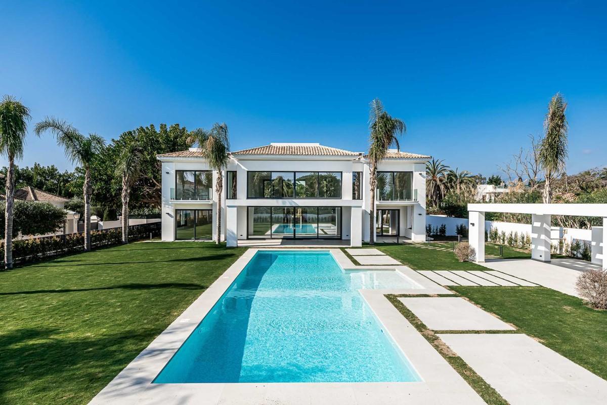 Villa contemporánea a 100 m de la playa en Casasola