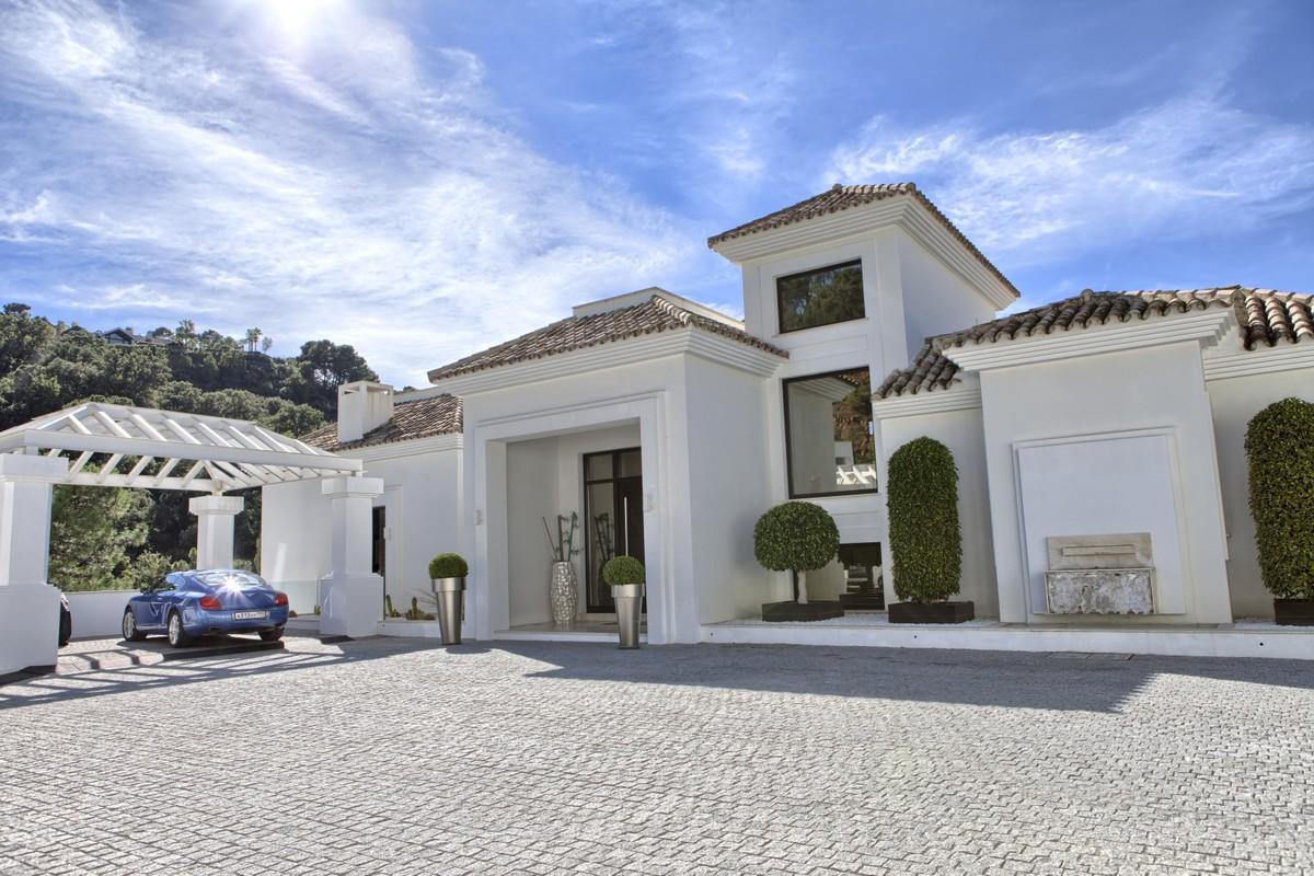 Wonderful Luxury Villa with a Classic Touch in La Zagaleta
