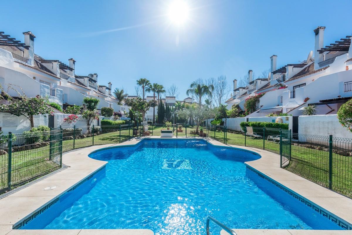 Exclusiva casa adosada en Los Naranjos de Marbella