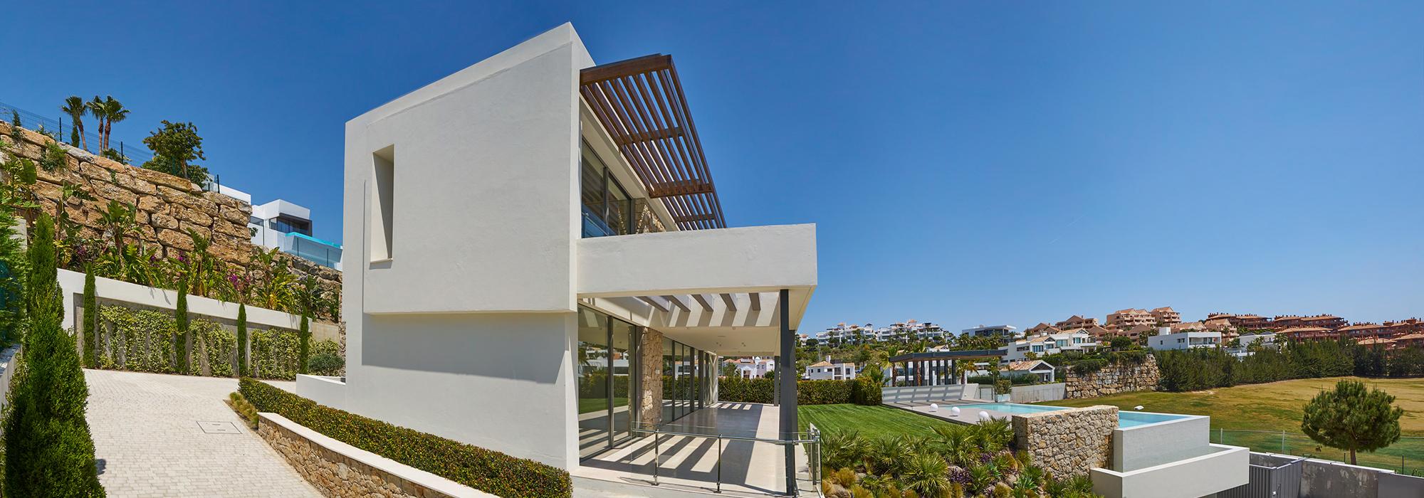 New Contemporary Villa with Golf Views in Benahavis