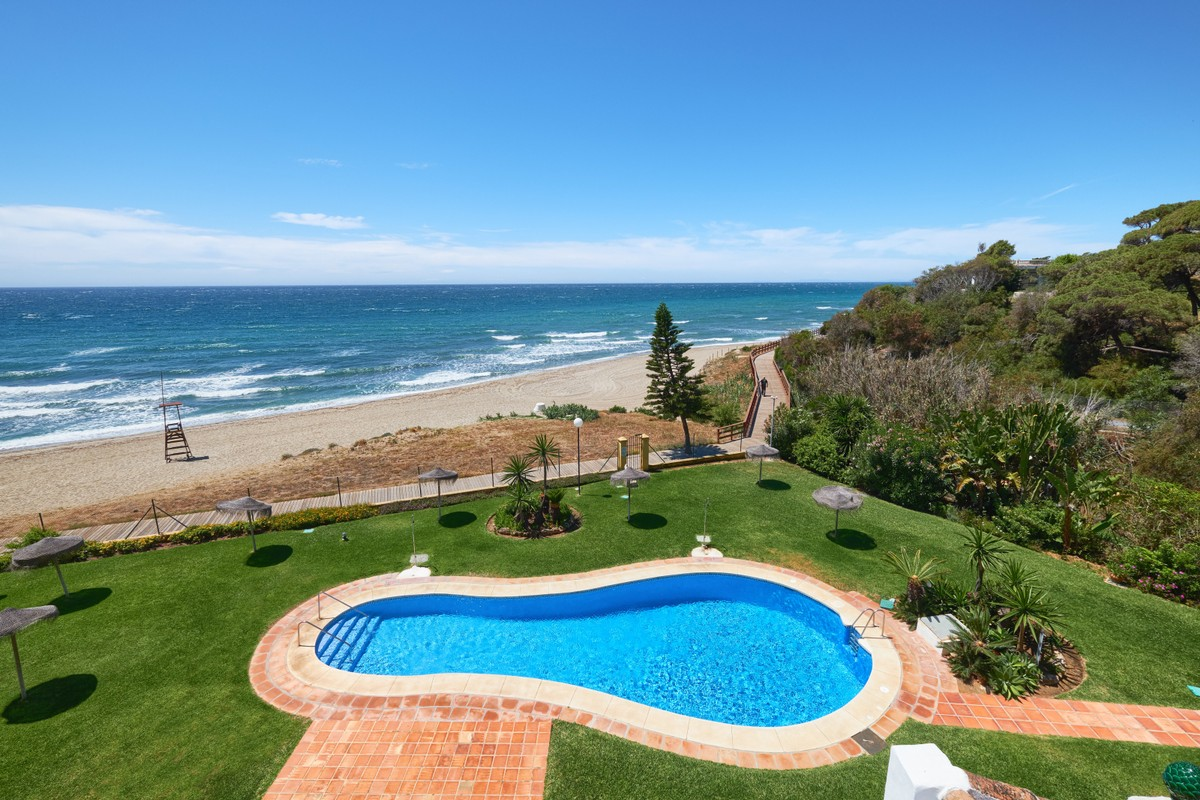 Wonderful Renovated Penthouse on the Beach in Calahonda Royalº