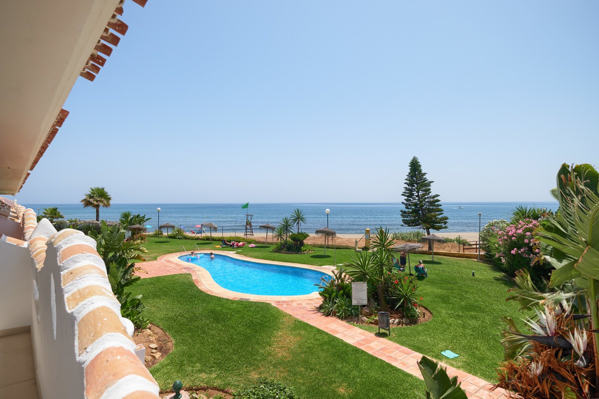 Wonderful Renovated Apartment on the Beach in Calahonda Royal
