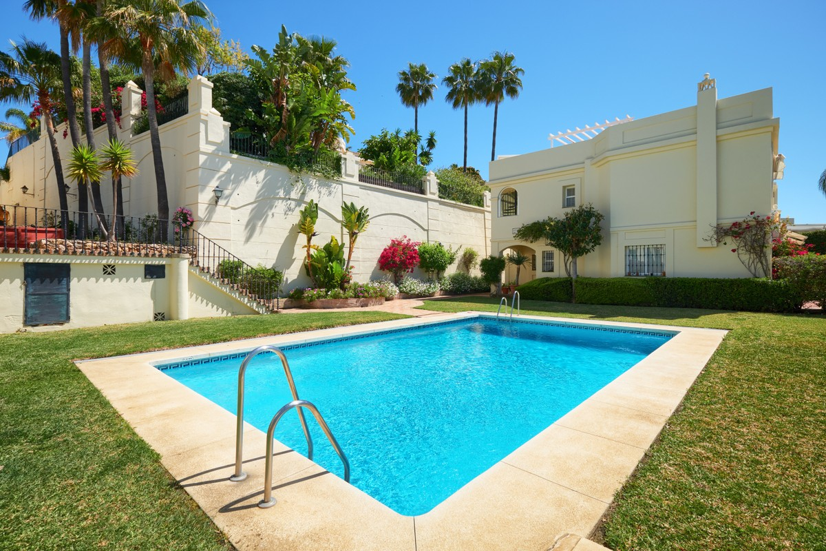 Wonderful Spacious Townhouse with Fantastic Sea & Mountain Views in La Quinta Hills