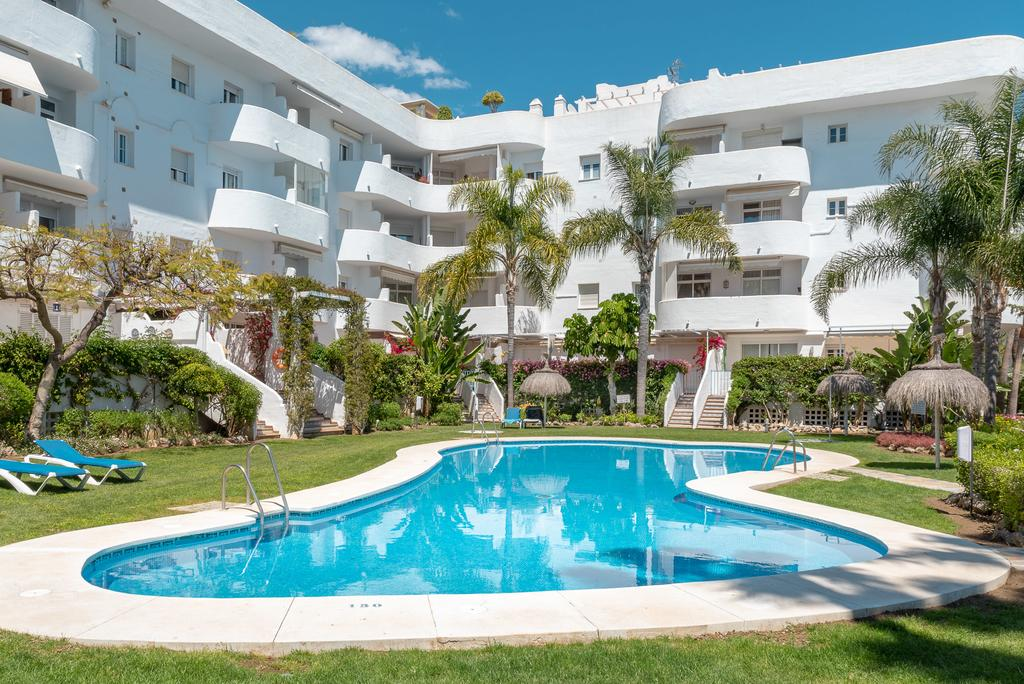Impeccable & Modern Fully Renovated Apartment in Exclusive Complex in Marbella