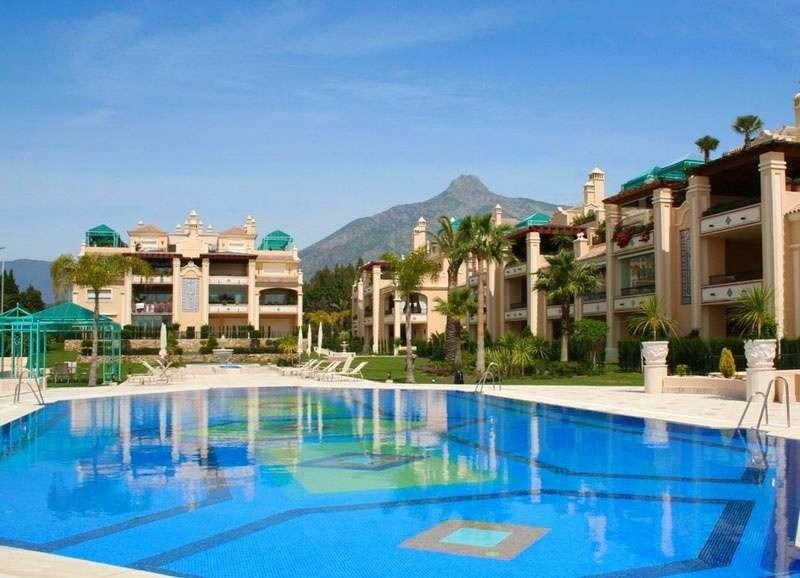 Exclusive Large Apartment located in the Golden Mile of Marbella