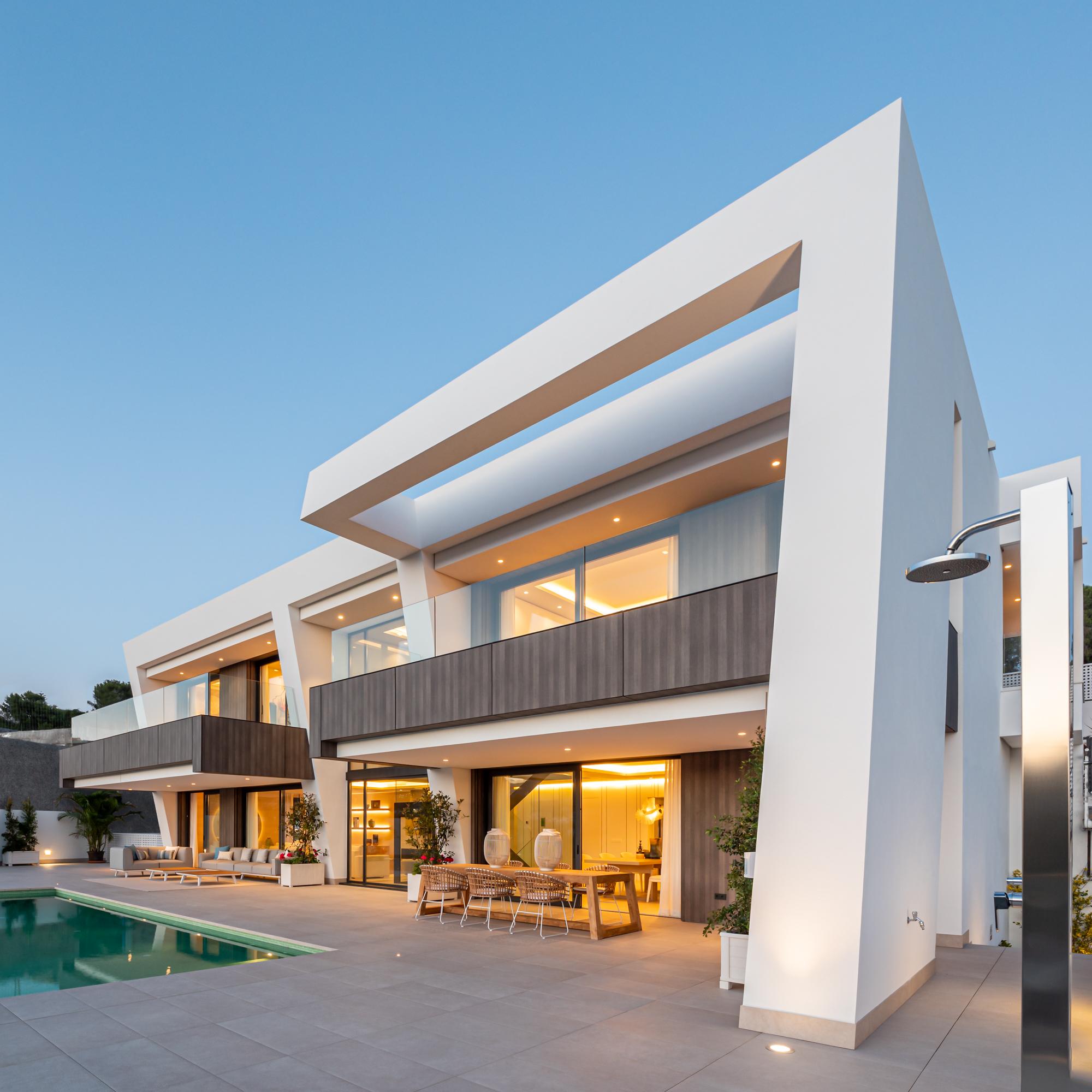 Modern Luxury Villa with Sea & Golf Views in New Golden Mile