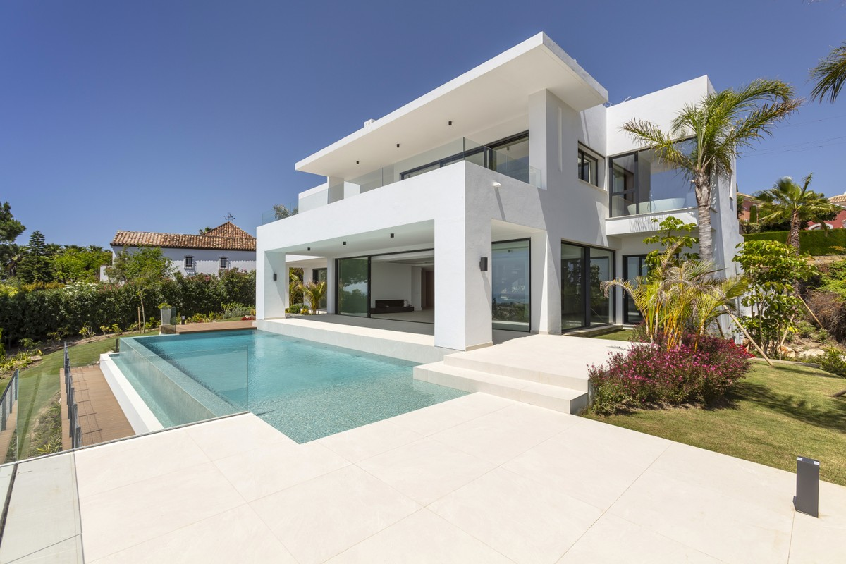 Excellent New Modern Villa, Located in a Nice Residential Area Between Marbella and Estepona – New Golden Mile