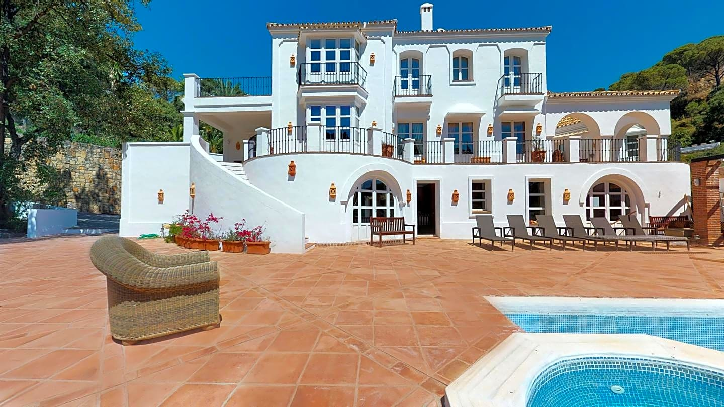Excellent Villa Located in one of the most Private & Sought After Enclaves on the Costa del Sol, El Madroñal (Benahavis)