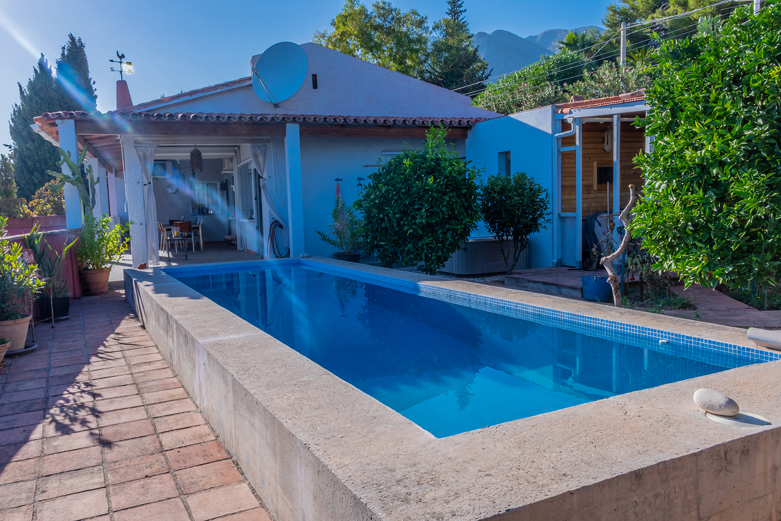 Villa estilo finca con vistas panorámicas al mar en La Montua