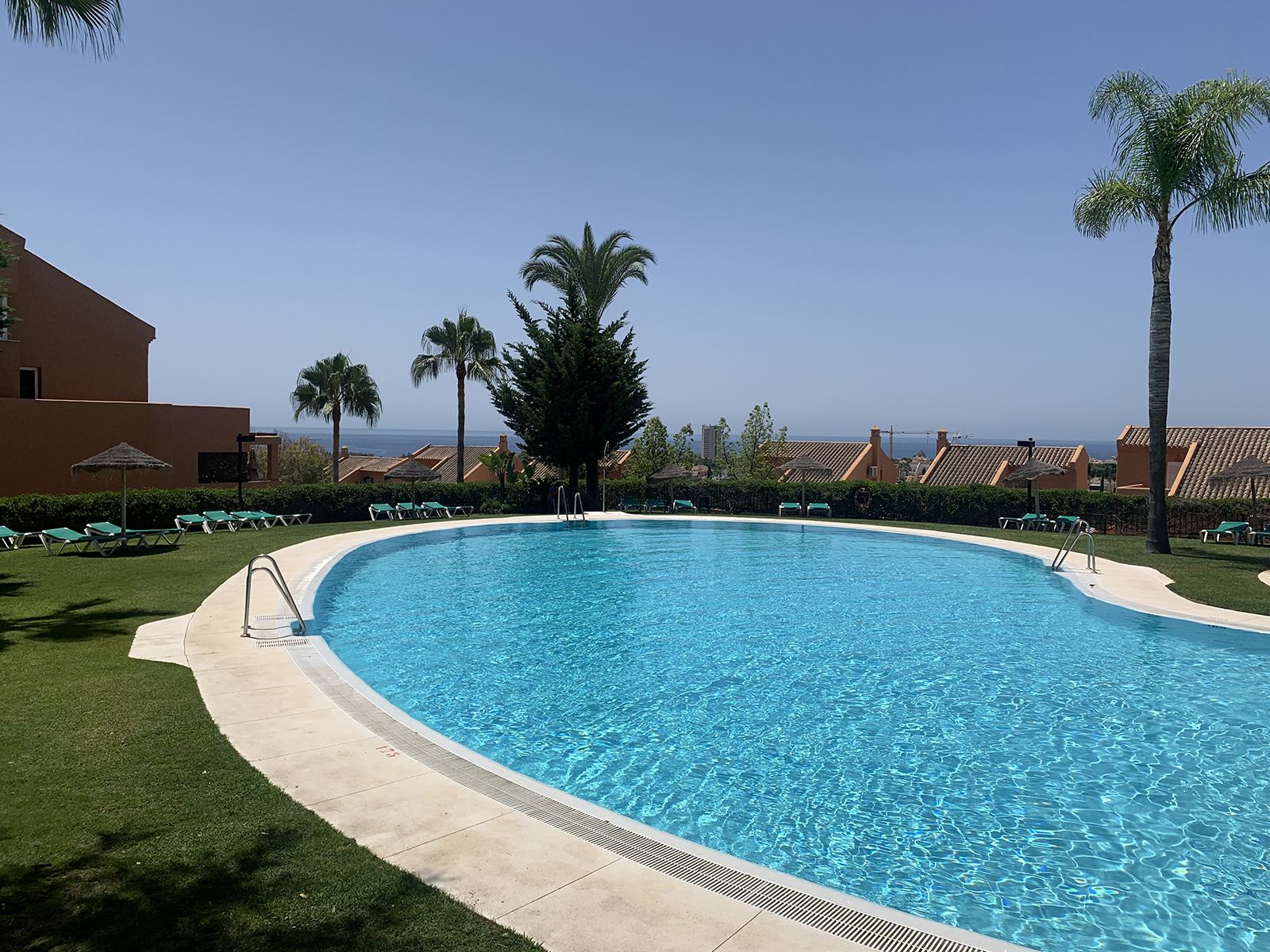 Spacious & Bright 3 Bedrooms Apartment with Sea Views Near Santa Maria Golf only 5 min. Drive to the Beach