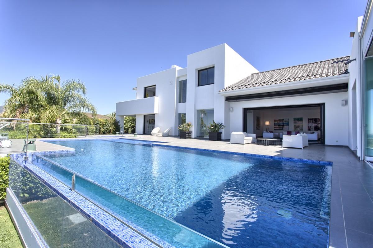 Luxury Modern Villa with Panoramic Sea Views in Los Flamingos Golf Resort