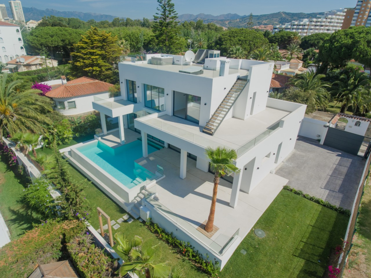 Nueva Villa Moderna de 5 Dormitorios en Marbesa