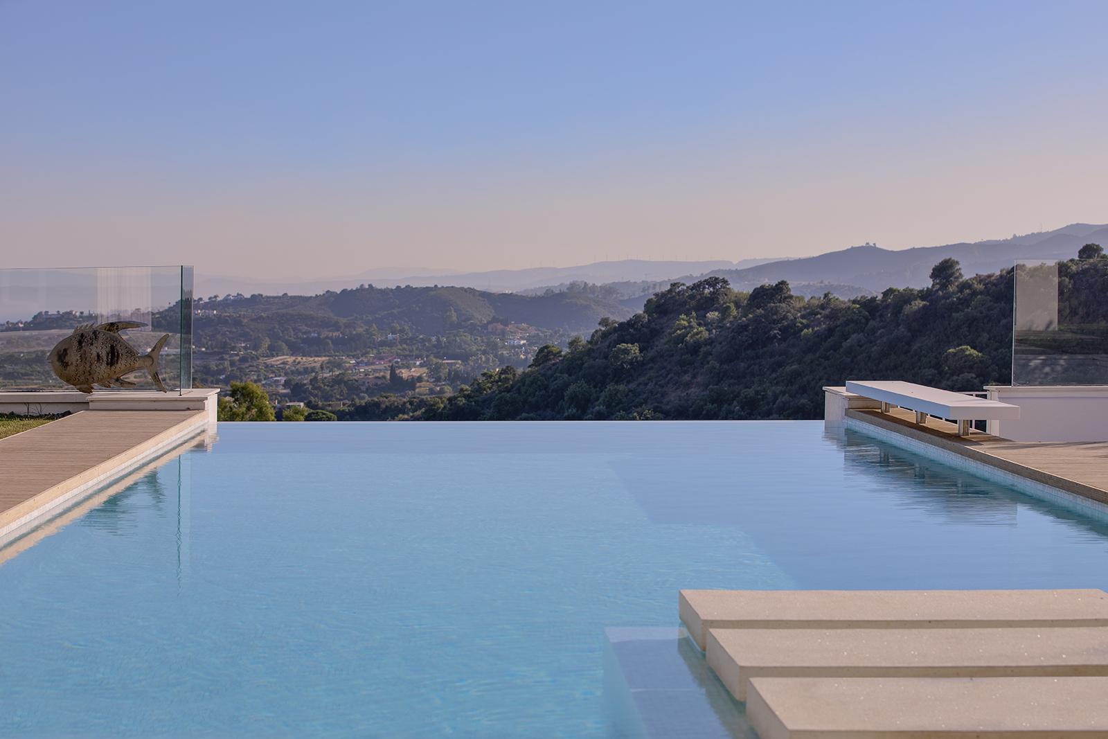 Villa con vistas al mar y a la montaña en la Nueva Milla de Oro