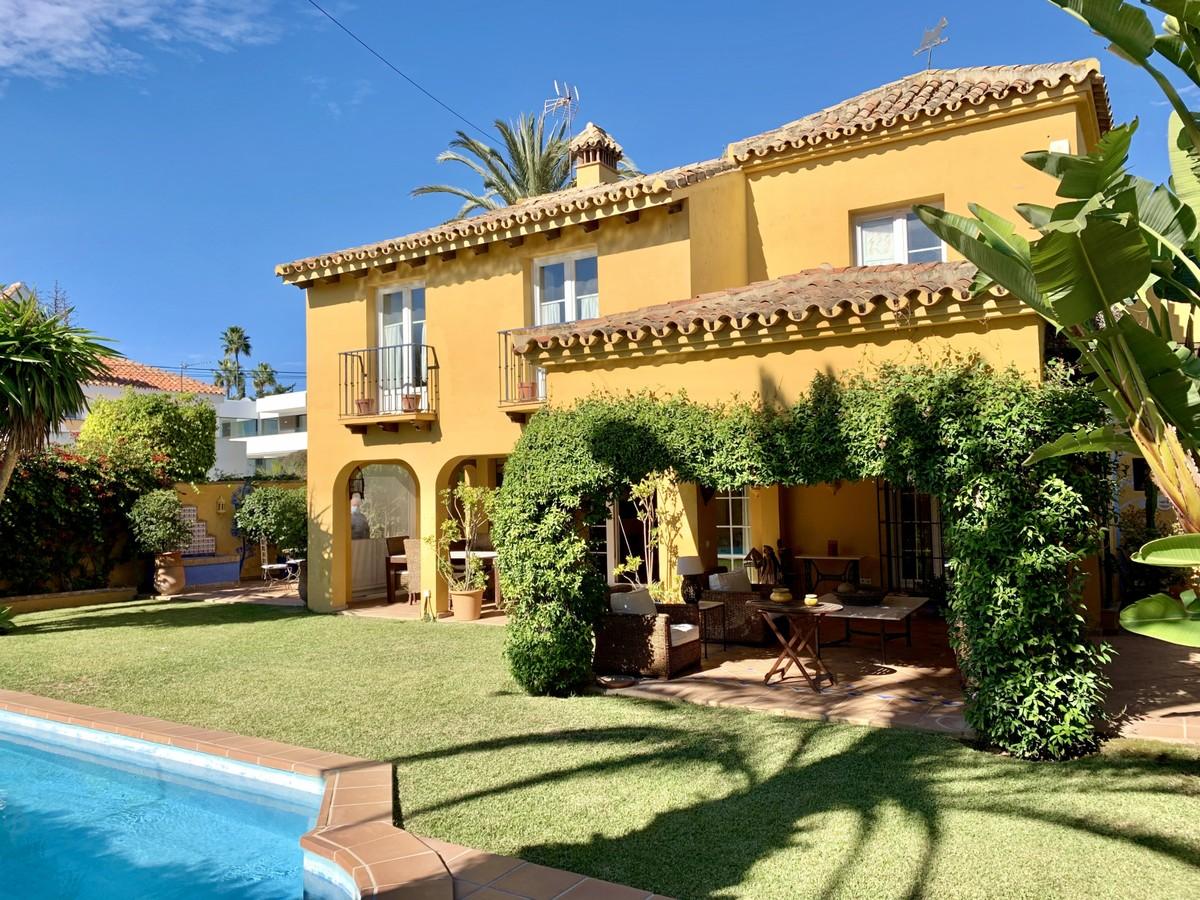 Wonderful traditional 5 Bedrooms villa only  50 Meters from the beach in Marbesa, Elviria Beach!