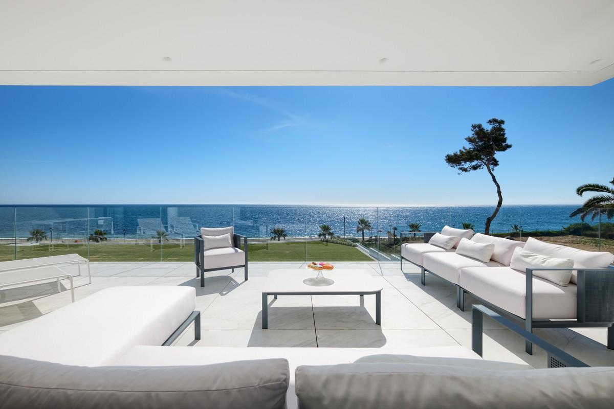 Apartamento de lujo en primera línea de playa en Nueva Milla de Oro