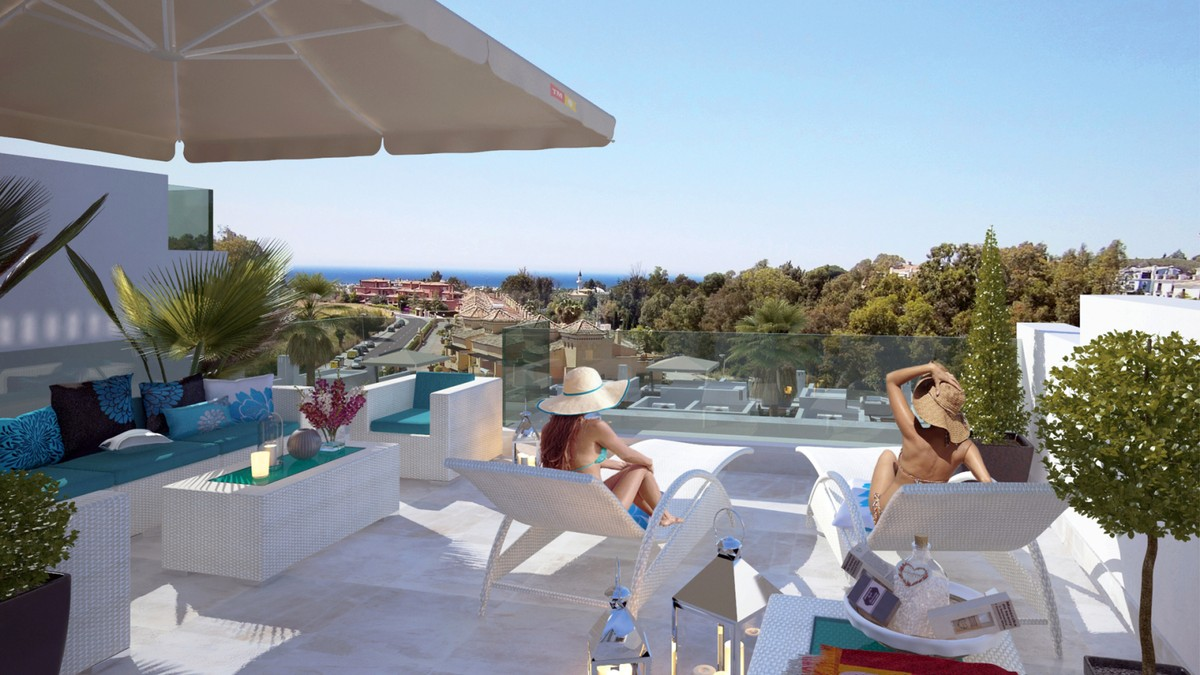 New Townhouse with Sea Views in the Golden Mile of Marbella!