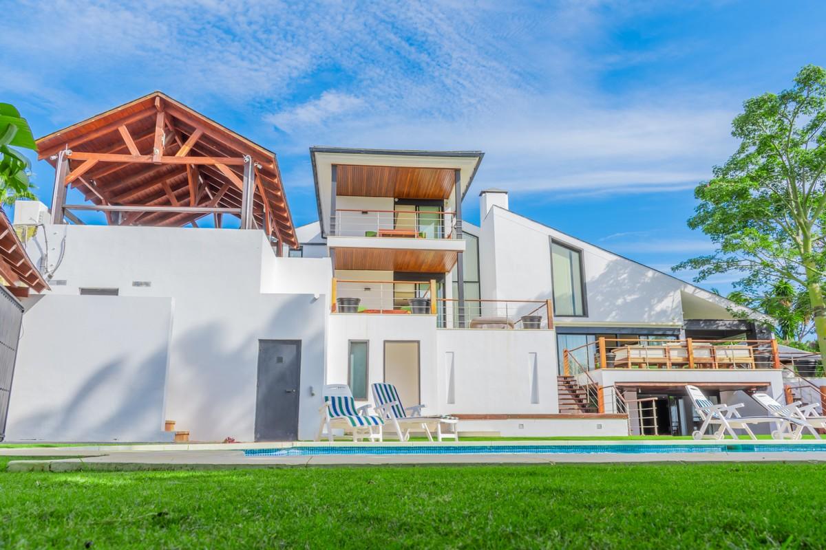 Unique Contemporary Design 6 Bedrooms Villa in Los Naranjos & La Quinta Golf Area