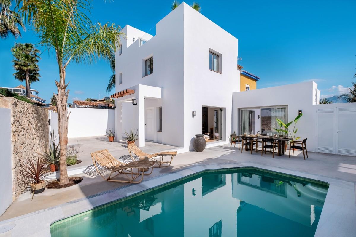 Renovated Contemporary Villa 150 m. from the Beach in San Pedro