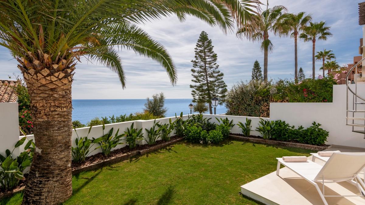 Contemporary Frontline Beach Villa in West Estepona