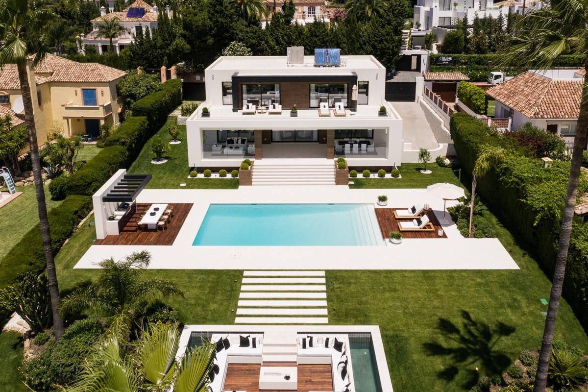 Spectacular 7 Bedrooms Modern Villa Frontline Los Naranjos Golf
