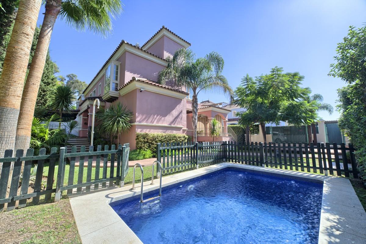 Fantastic 6 Bedrooms Semi-Detached Villa Second Line Beach in Puerto Banús