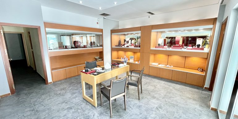 puerto-banus-shop-for-sale-norwegian-estates-13