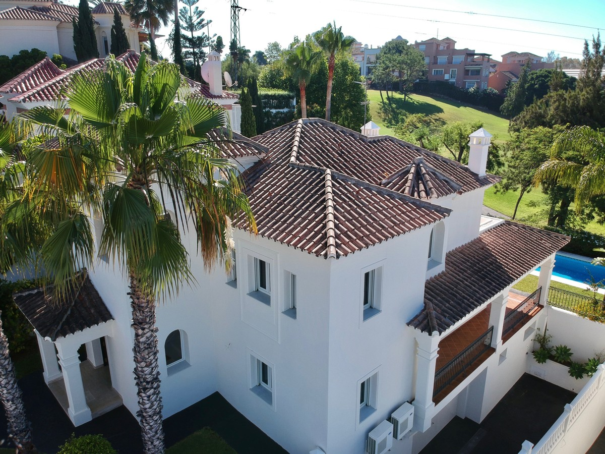 Luxury First Line Golf Villa at a very Affordable Price in Guadalmina Alta