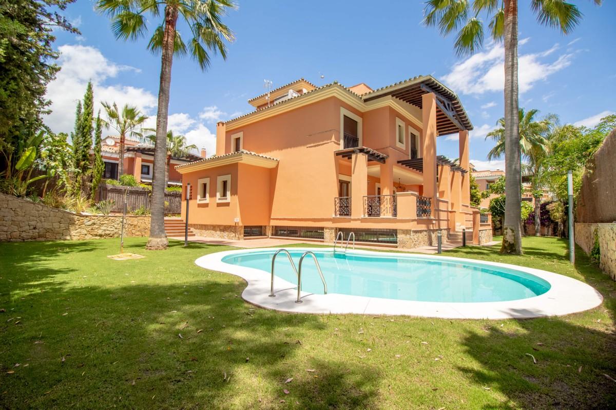 Spectacular Villa near the Beach in Reserva de los Monteros